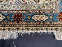 手織シルク絨毯の房修理